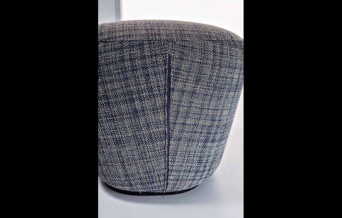 EMBRACE POUF Hocker