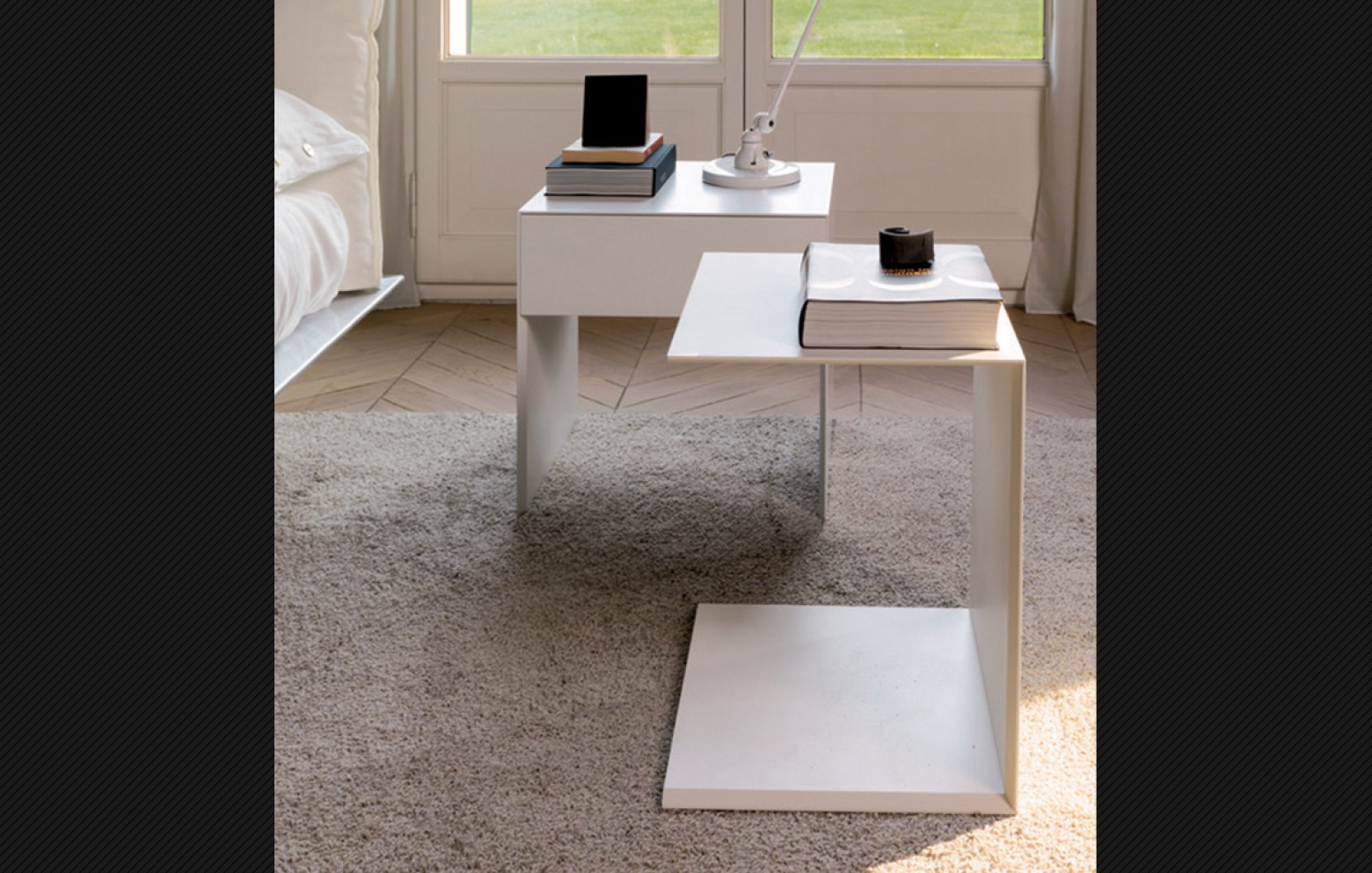 zerocento nachttische betten schr nke who 39 s perfect. Black Bedroom Furniture Sets. Home Design Ideas