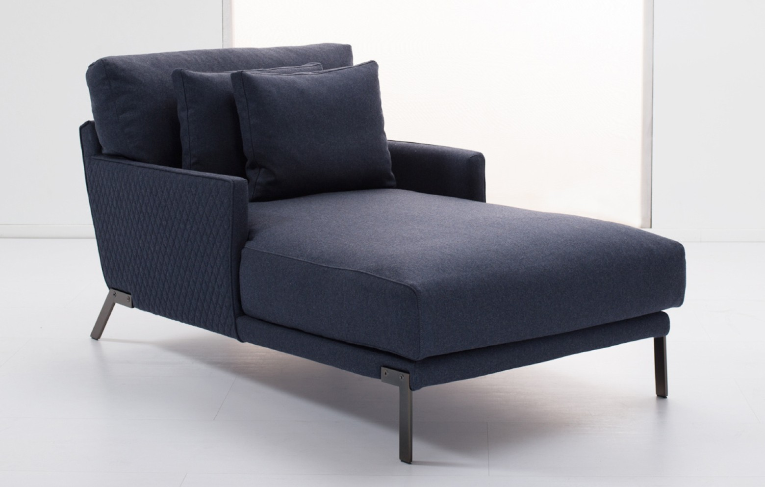 hugo sofas online outlet who 39 s perfect. Black Bedroom Furniture Sets. Home Design Ideas