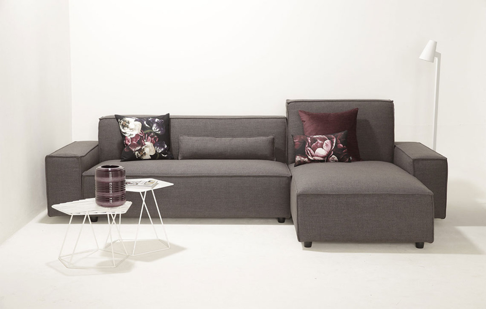 bari sofas online outlet who 39 s perfect. Black Bedroom Furniture Sets. Home Design Ideas