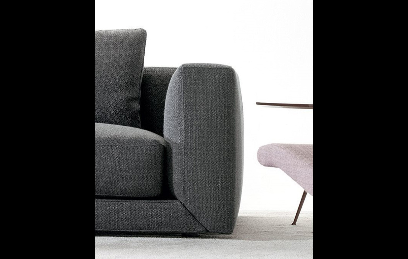 floyd einzelsofa mit ablagefl che sofas online outlet who 39 s perfect. Black Bedroom Furniture Sets. Home Design Ideas